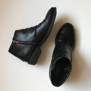 B.O.C. black booties 8.5 W